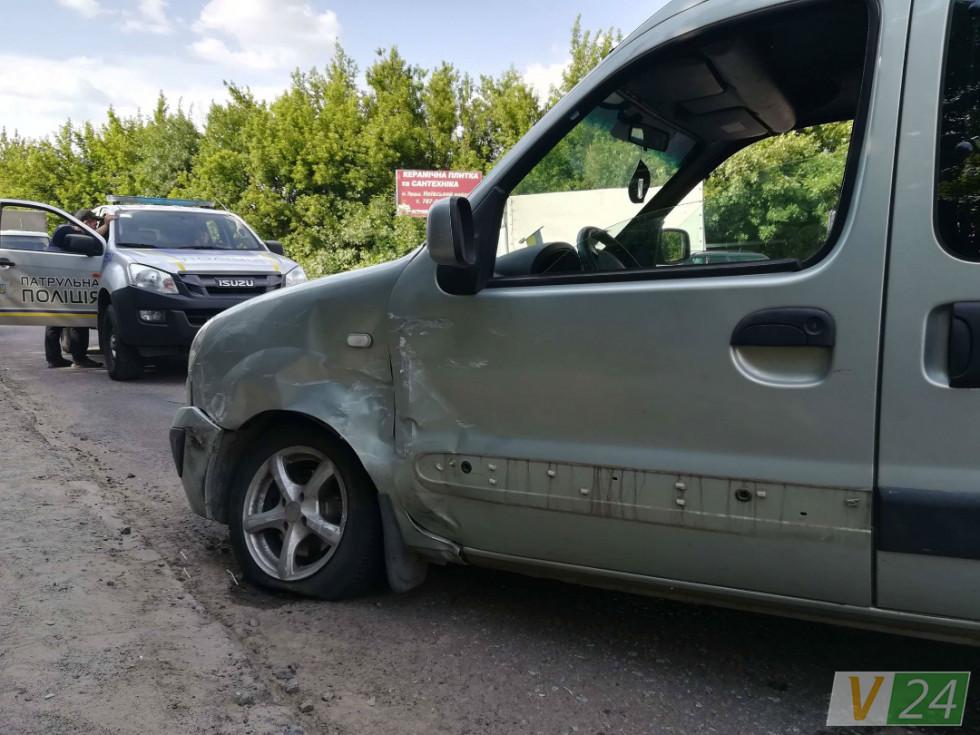 Водій«Renault»раптово спробував розвернутися на 180 градусів