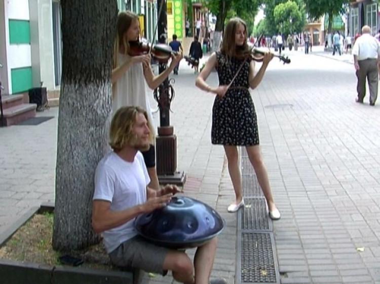 На Лесі Українки лучанам дарували музику