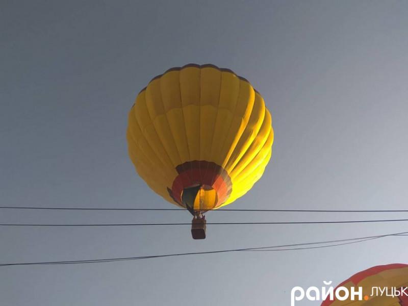 У Луцьку запустили великі повітряні кулі