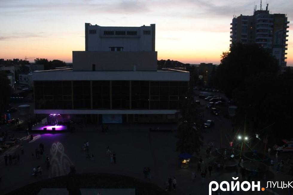 Драмтеатр із висоти