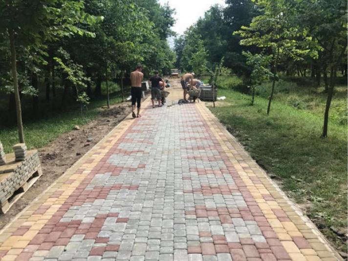 Продовжують реконструкція парку
