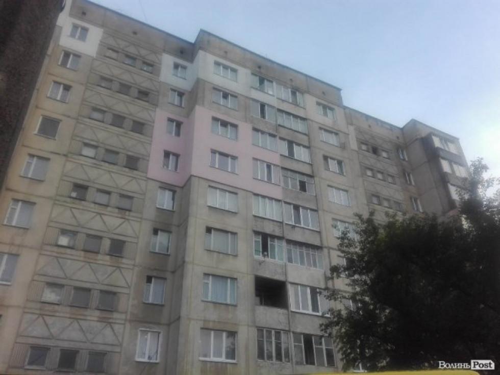 Чоловік випав з вікна 9-поверхівки