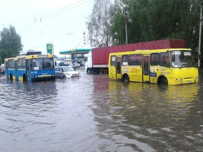 Автобуси в воді