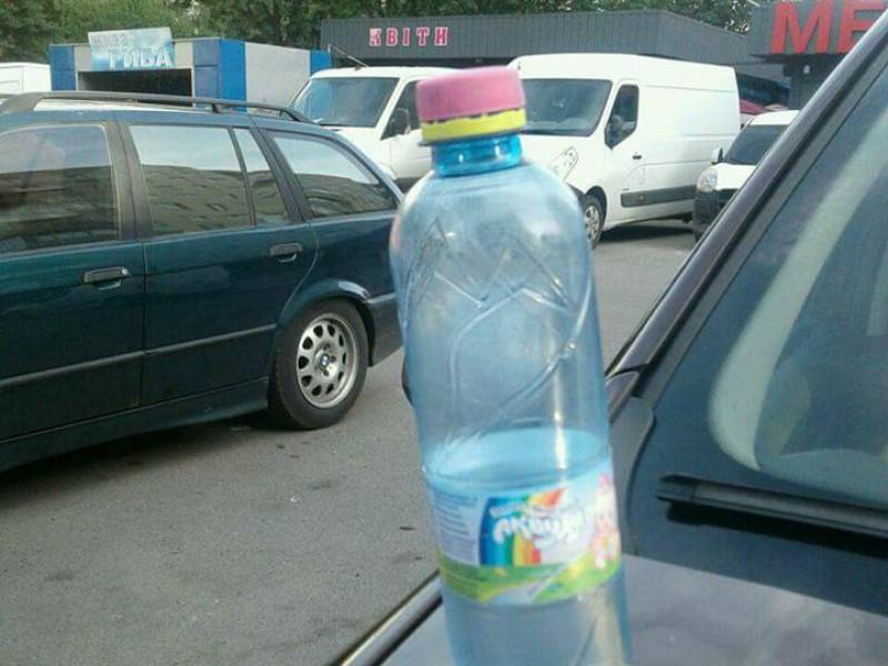 Сурогат у пластиковій пляшці