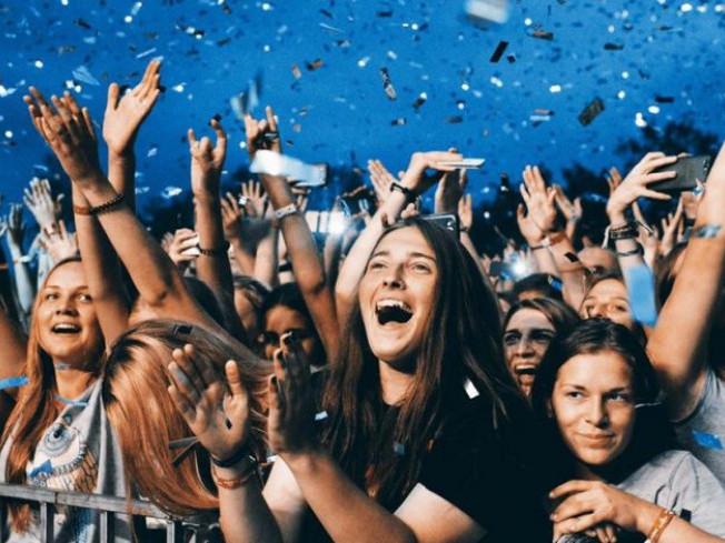 Люди на фестивалі