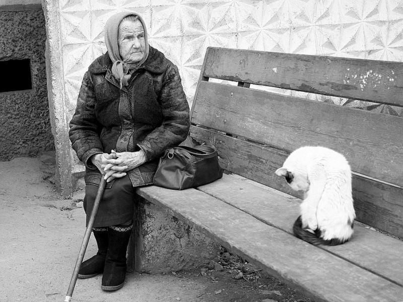 Стареньким немає, куди присісти
