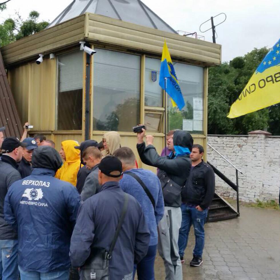 Активісти всеукраїнського громадського об'єднання «Авто євро сила»