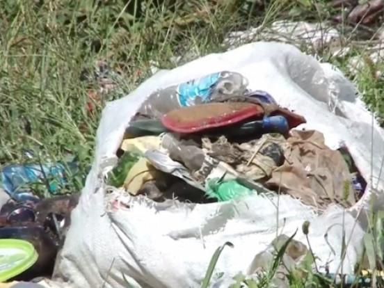 Зловили чоловіка, який викидав сміття вночі в Луцьку