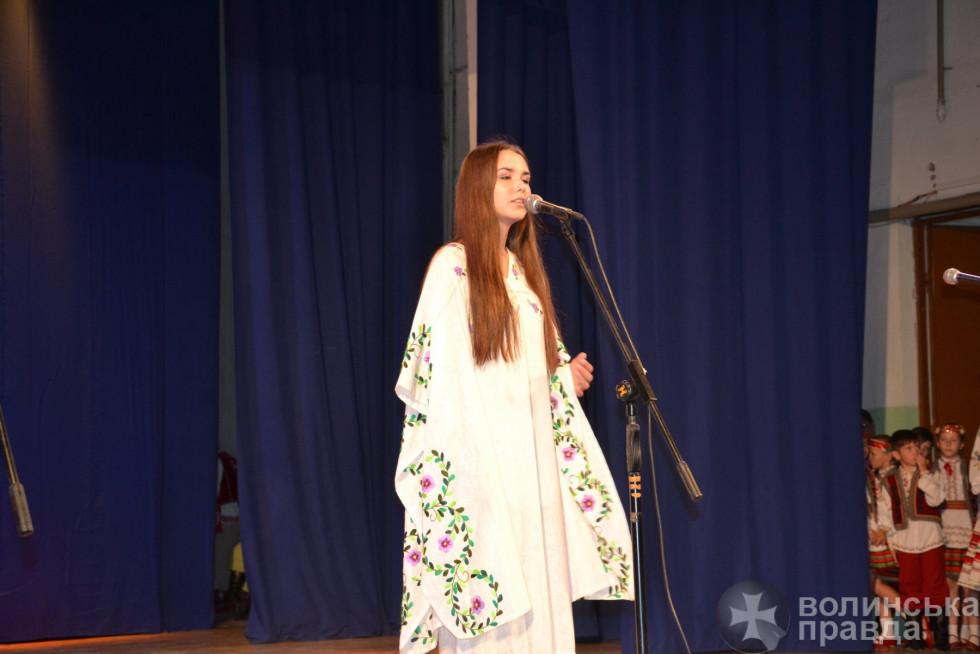 Концертний виступ для випускників та гостей свята