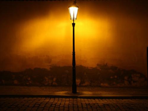 На повороті з вулиці Винниченка на вулицю Івана Франка просять встановити ліхтар
