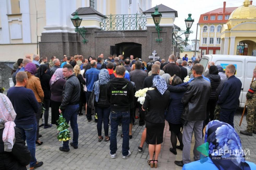 На похорон прийшло понад 150 осіб
