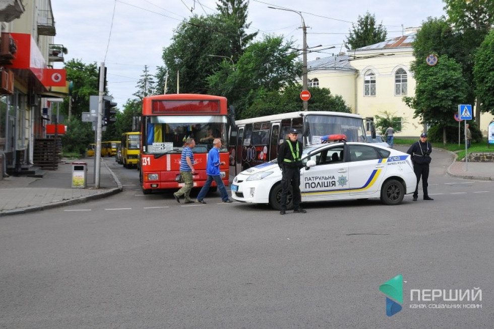 Автоколону супроводжувала поліція