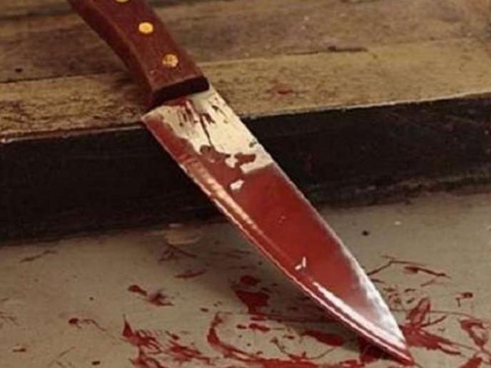 Накинувся з ножем на матір
