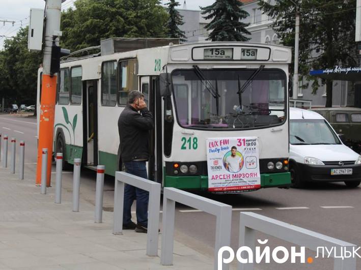 У Луцьку тролейбус збив жінку на «зебрі»