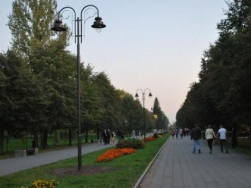 Центральна алея луцького парку