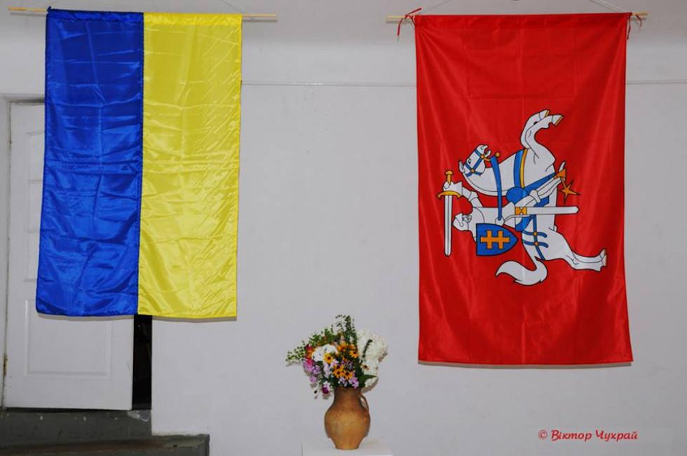 Прапори України та Литви