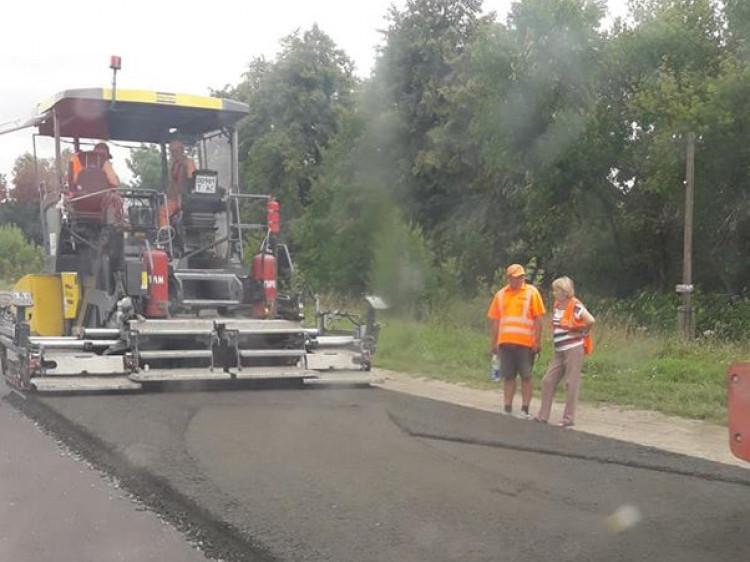 Через ремонт дороги утворився затор