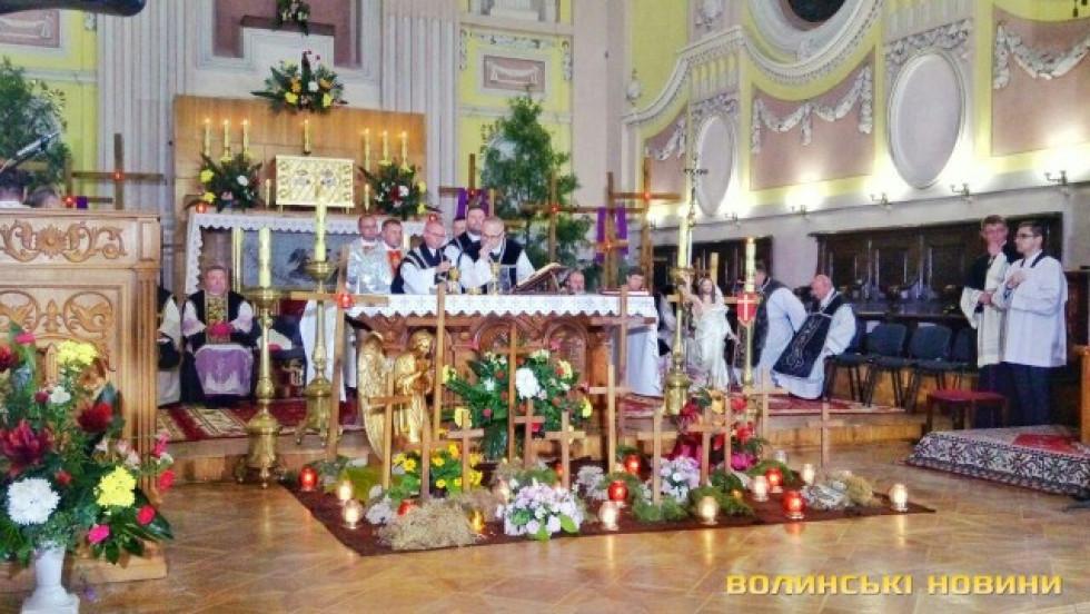Жалобна меса відбулася в костелісвятих Петра й Павла