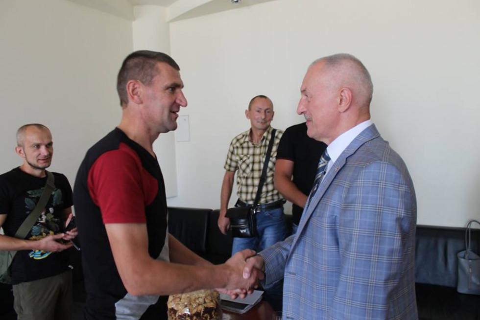 «Кіборг» прийшов подякувати Савченку за допомогу