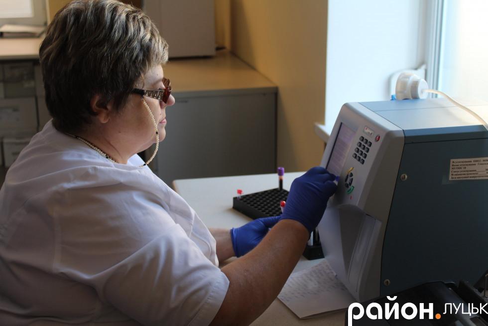 Лабораторія лікарні спроможна обслуговувати цілу область