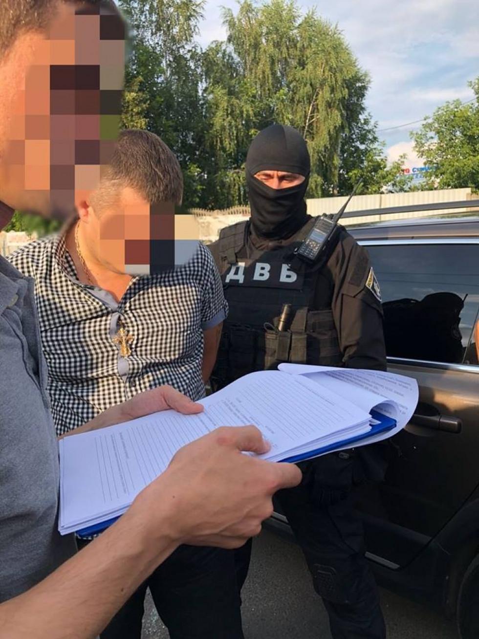 У Луцьку на отриманні хабара затримали посадовця внутрішньої безпеки поліції