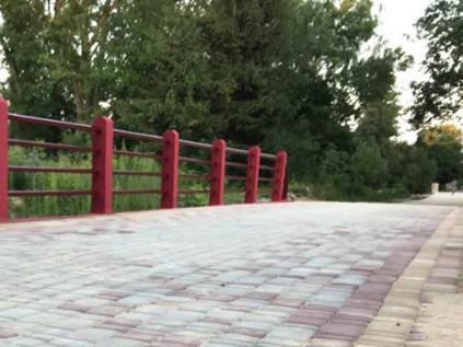 Міст у Центральному парку Луцька