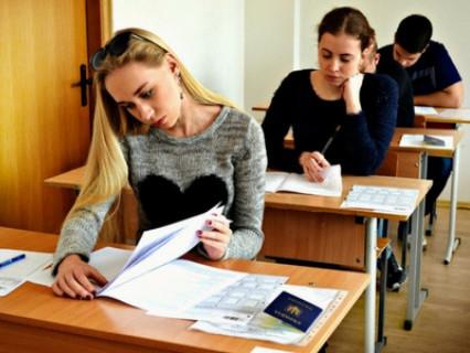 Студенти пишуть тестування