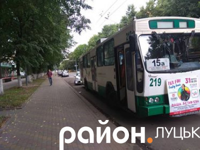 Відбулася аварія за участі легковика та тролейбуса