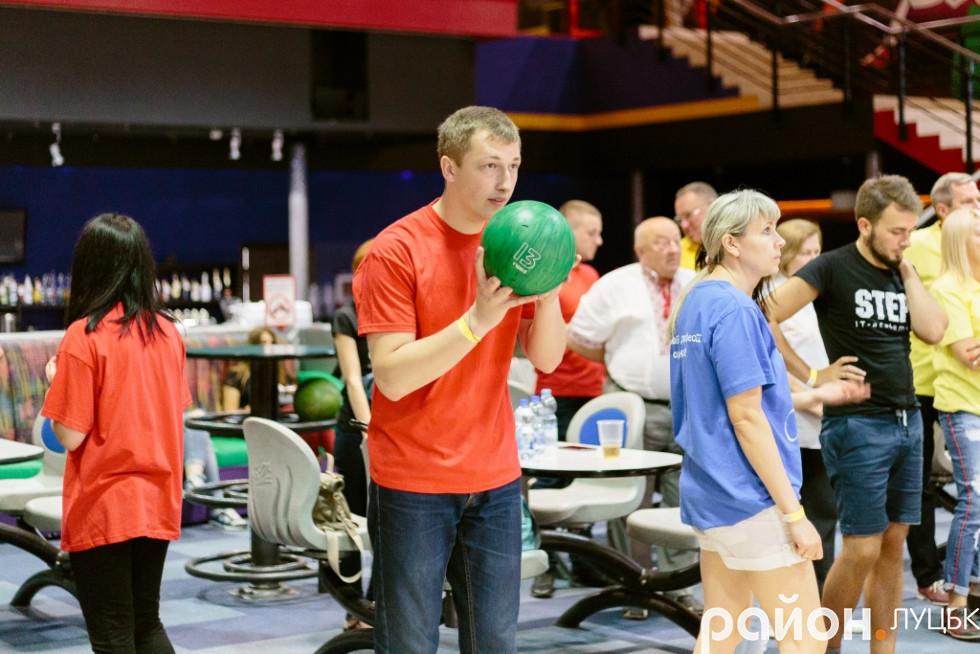 Змагання з боулінгу