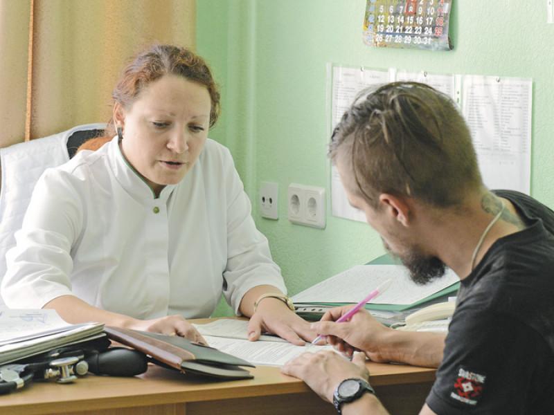 Пацієнт на прийомі в сімейного лікаря