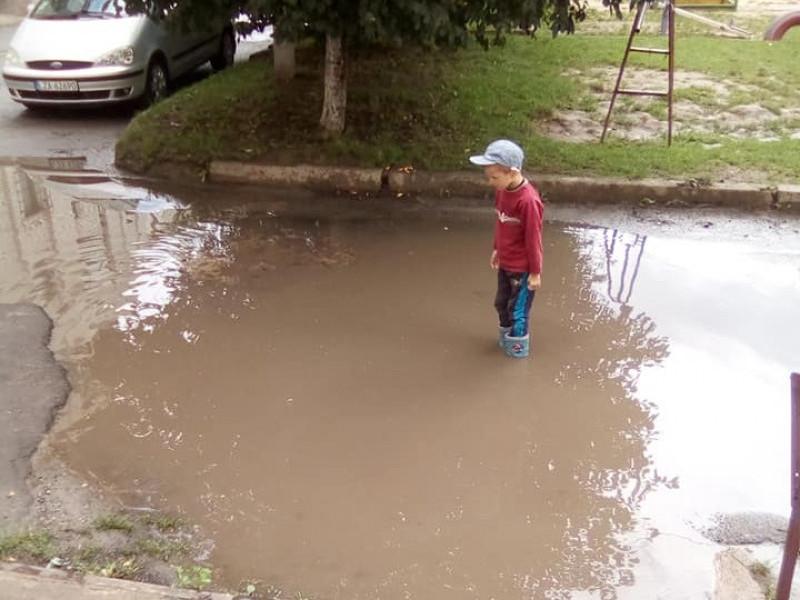 «Озеро» у дворі