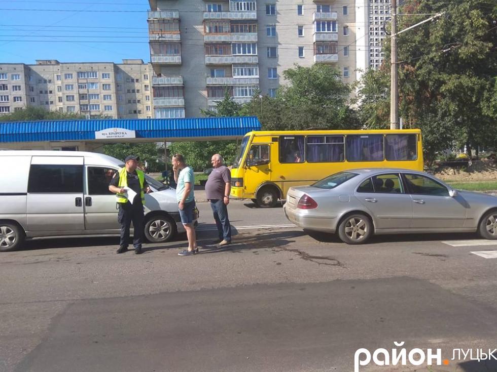 Автомобілі зіткнулися перед «зеброю»