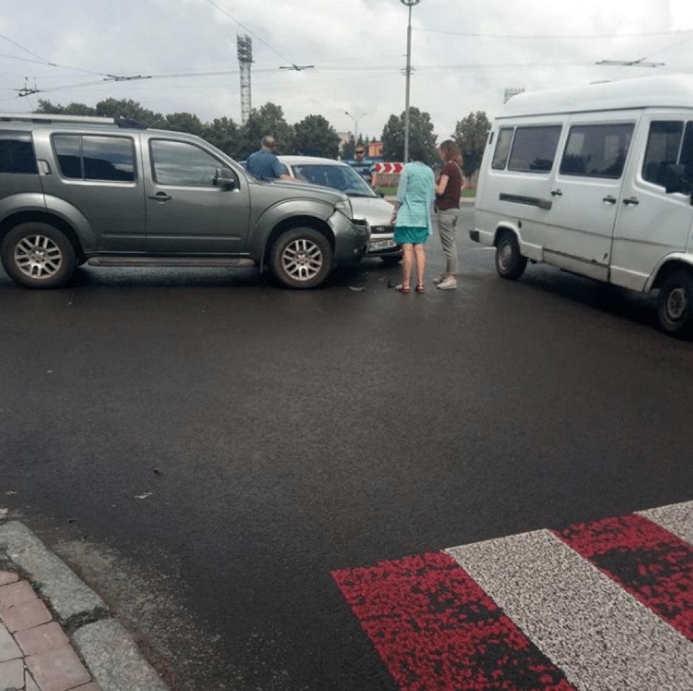Рух автотранспорту ускладнений
