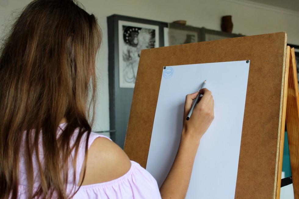 Вступники виконують зображення архітектурної деталі різних ордерів в олівці