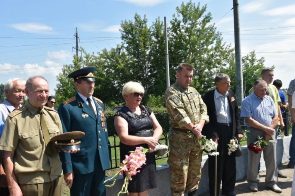 Вшанування лучвнами загиблого солдата