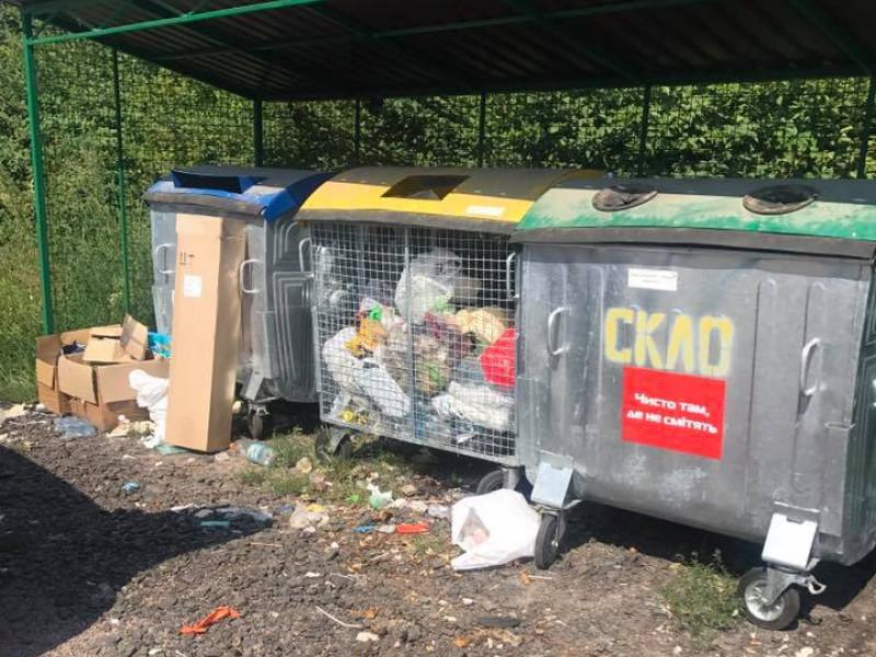 У селі під Луцьком присоромили людей, які загидили територію біля смітників
