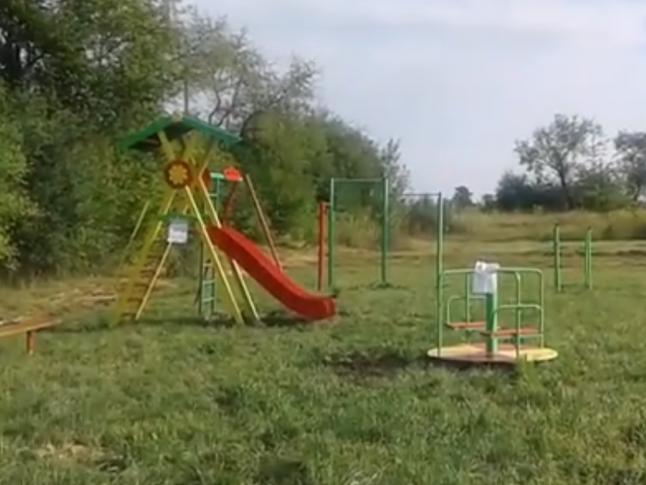 Дитмайданчик в селі Тарасове. Скріншот з відео