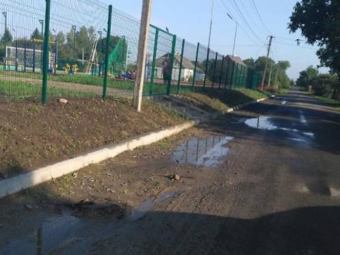 Дорога біля нового стадіону в Княгининку