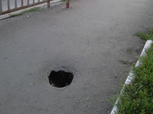 На тротуарі на Шевченка - яма