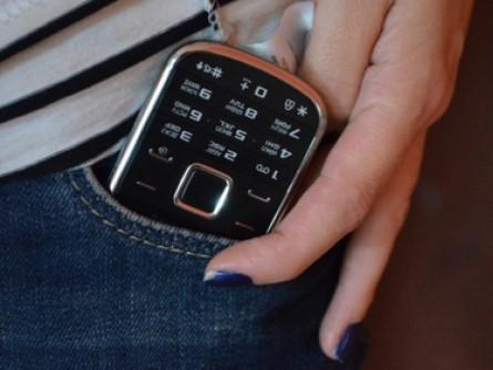 Лучанка викрала мобільник
