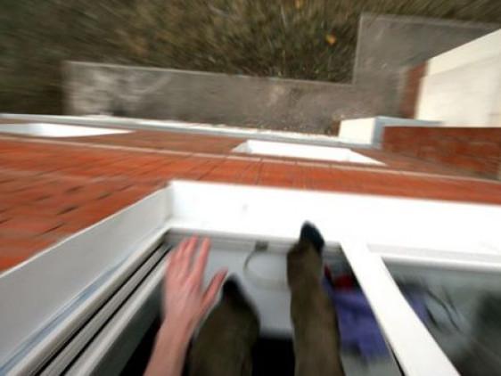 Чоловік випав з вікна на Стрілецькій