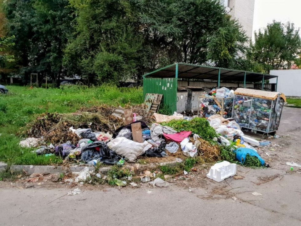 Купа сміття на Привокзальному