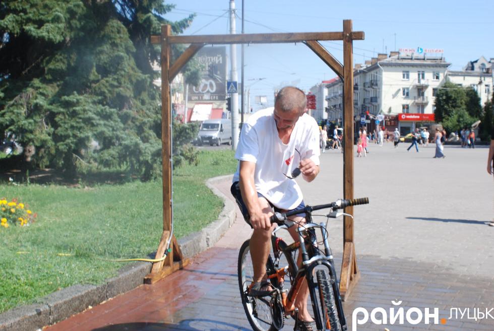 Водяна завіса у Луцьку