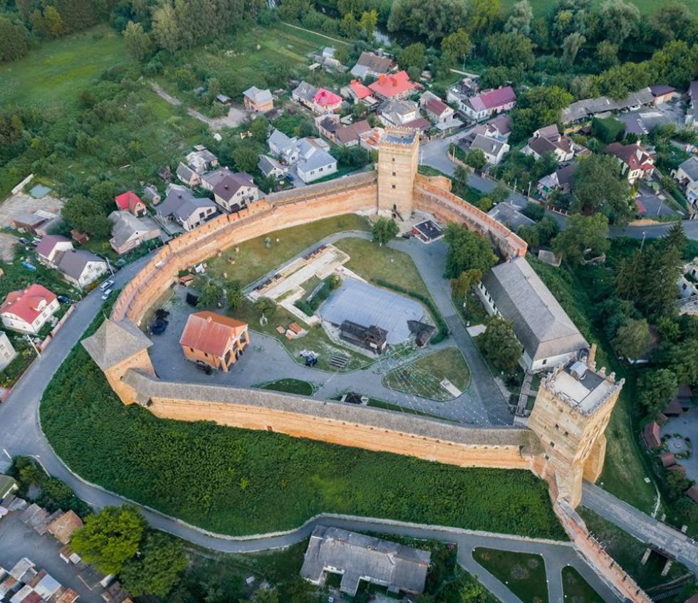Замок з висоти пташиного польоту