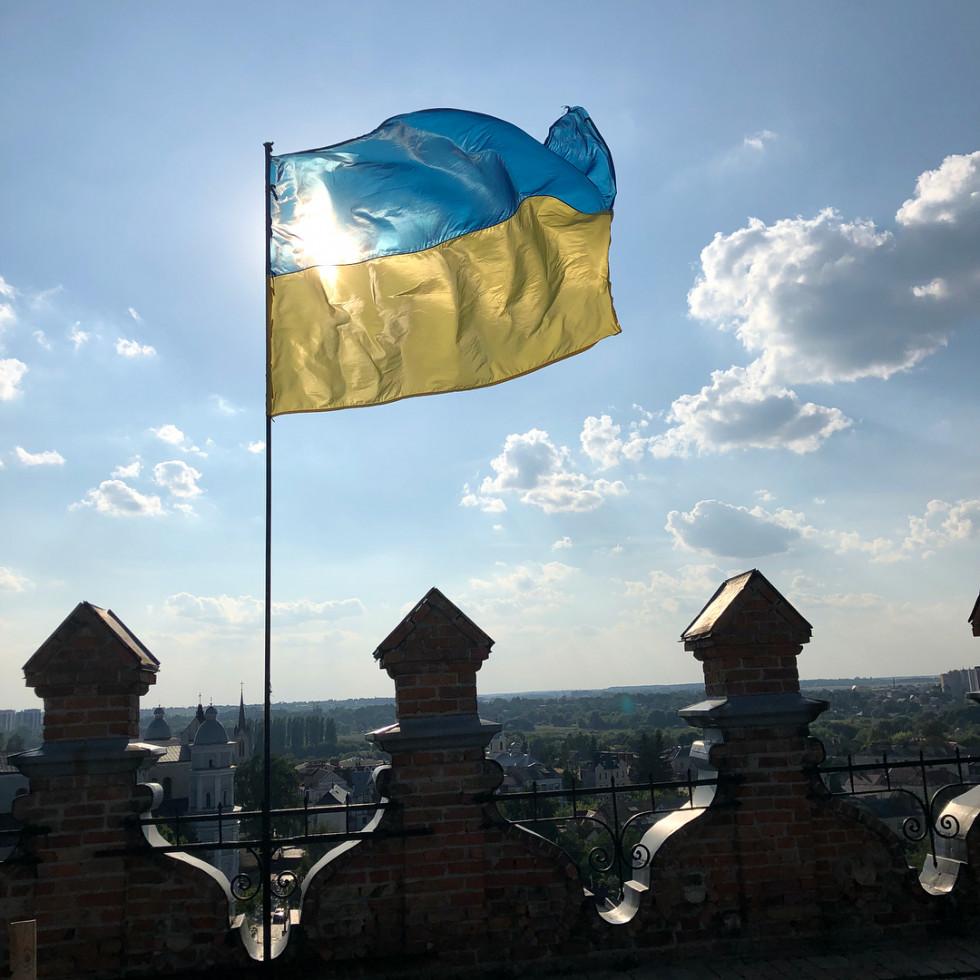Український праор і вигляд із замку на фото Олени Кравець