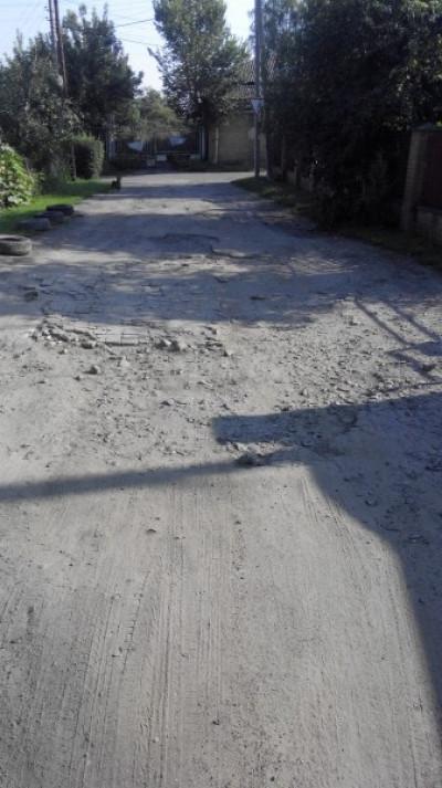 Дорога вкрита ямами