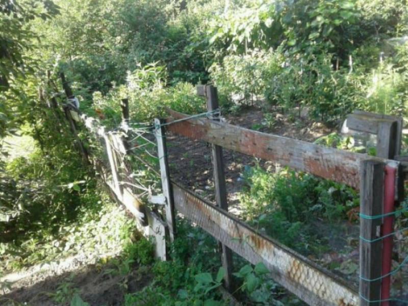 Саморобний паркан