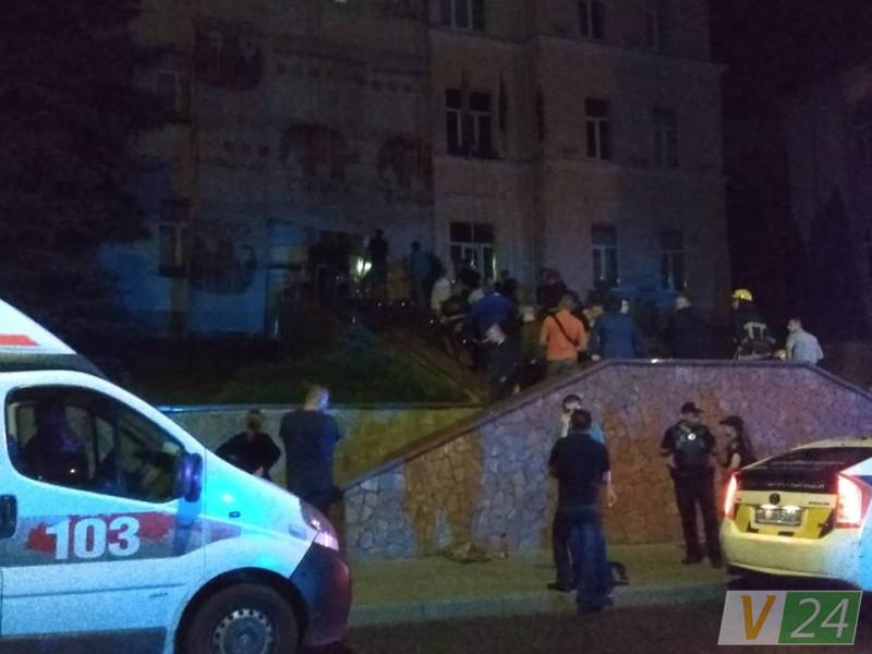 Боєць «Азову» пробував підпалити себе біля Луцькради