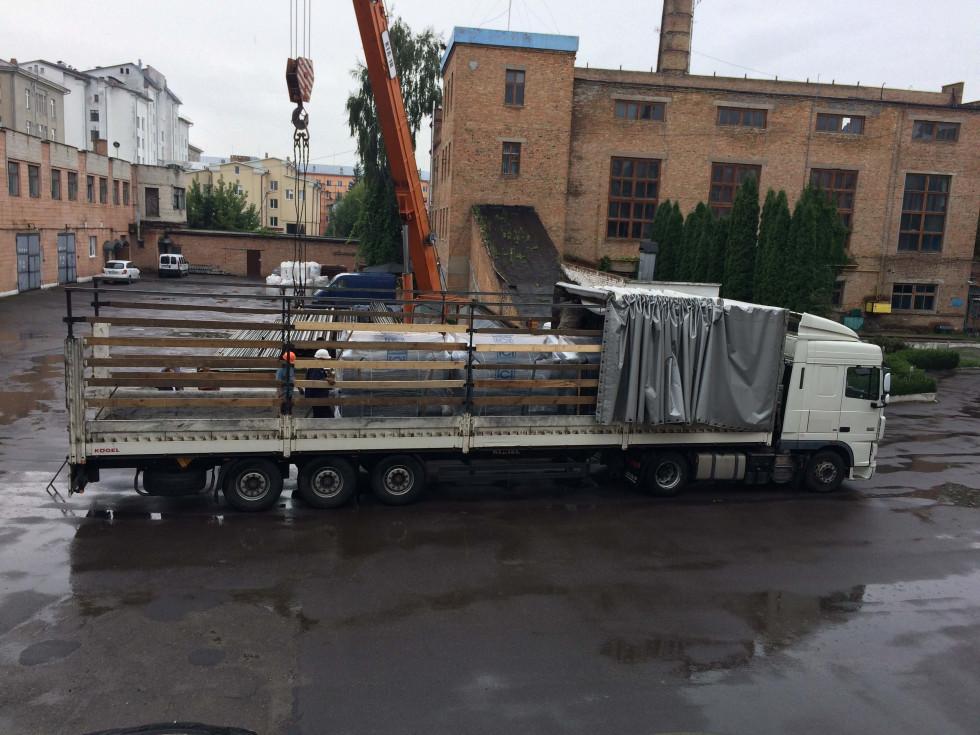 Вантажівка з обладнанням