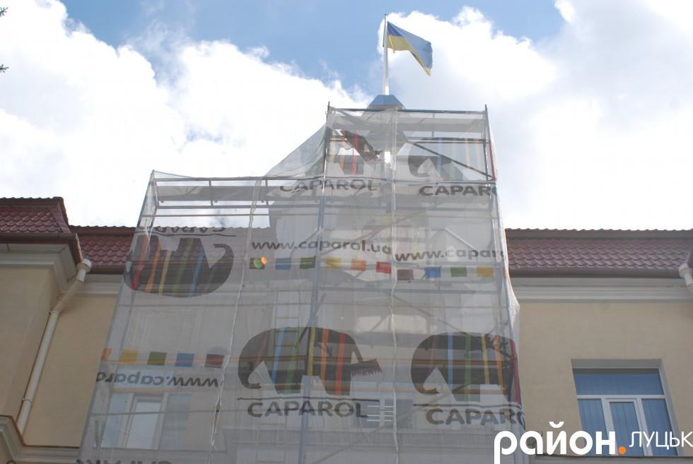 Фасад Луцькради готують до оновлень
